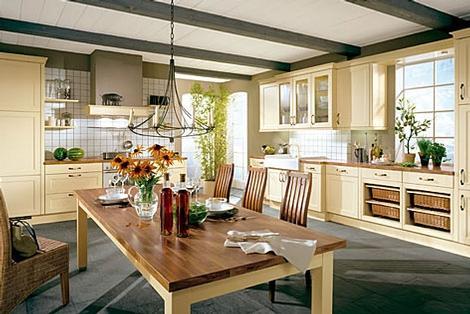 komfortable und schöne gemütliche Küche