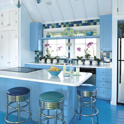 moderne und luxuriöse bunte Küche-Design und Dekoration