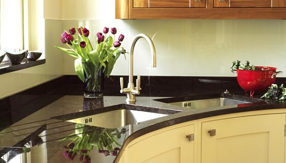 black marble worktop-kitchen design