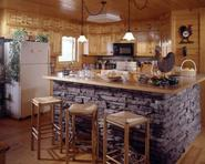 moderne Küche mit Insel Stein-Design ausgekleidet